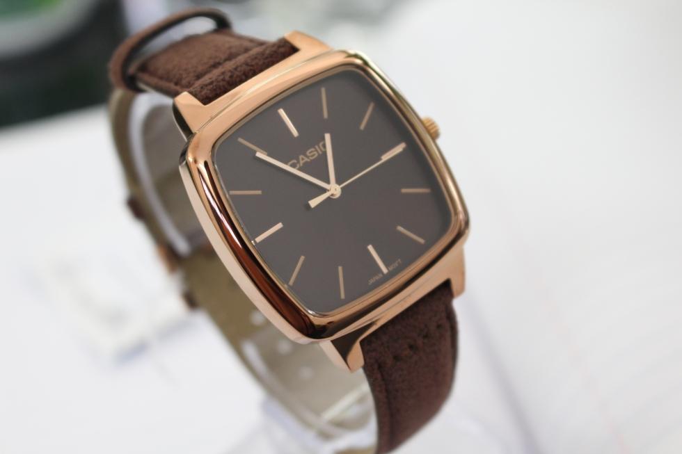 Tham khảo những mẫu đồng hồ Casio nữ dây da mặt vuông